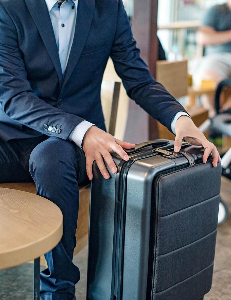 RunMi-90-Commercial-Suitcase-Titanium-Gray-221.jpg