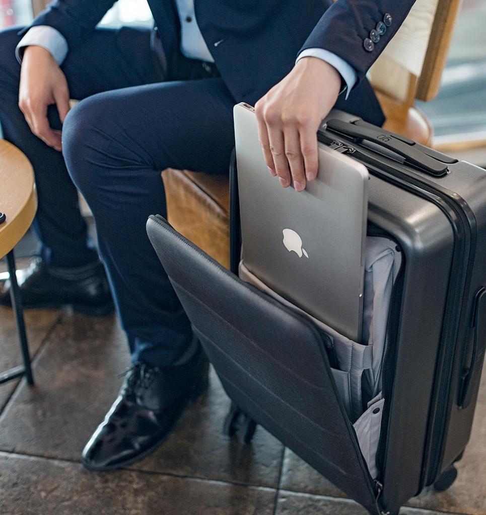 RunMi-90-Commercial-Suitcase-Titanium-Gray-224.jpg