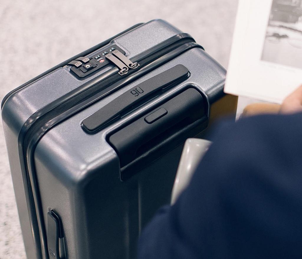 RunMi-90-Commercial-Suitcase-Titanium-Gray-202.jpg